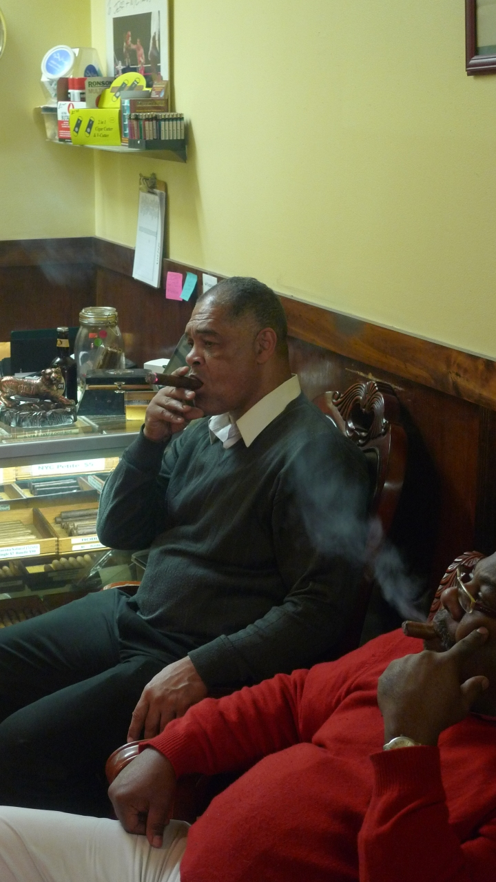 Renaldo Snipes and Darryl / NYC Fine Cigars, New York, NY / Leica D-Lux 4