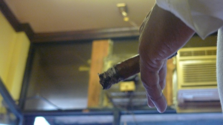 Renaldo Snipes / NYC Fine Cigars, New York, NY / Leica D-Lux 4