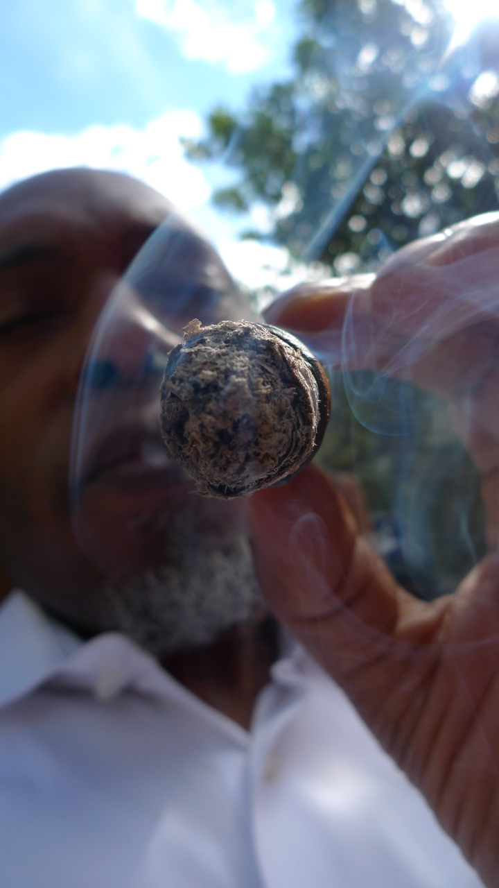Smoking a Casa Magna Colorado (Nicaragua) / in Melksham, UK / Leica D-Lux 4