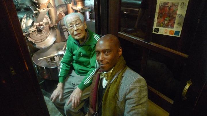 Mr. Ichiro Sekiguchi and my smallness  / Café de L'Ambre, Ginza, Tokyo, Japan / Leica D-Lux 4 / photographed by Michael Kleindl