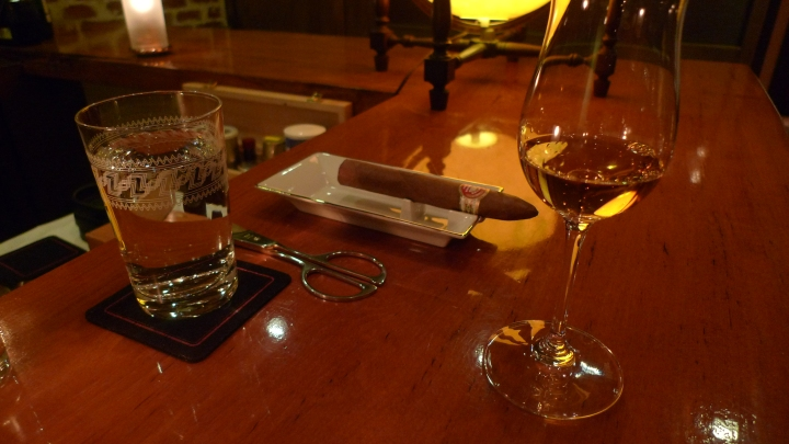 Cigar Bar Chardonnay, Omotesandō, Tokyo, Japan / Leica D-Lux 4