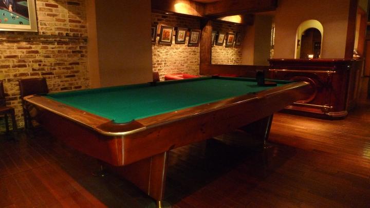 Pool room at Cigar Bar Chardonnay, Tokyo, Japan / Leica D-Lux 4