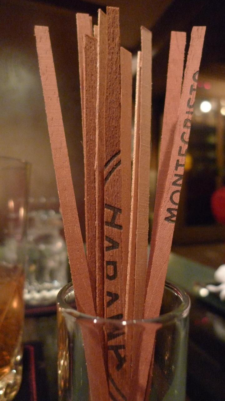 Cigar Bar Chardonnay, Omotesando, Tokyo, Japan / Leica D-Lux 4