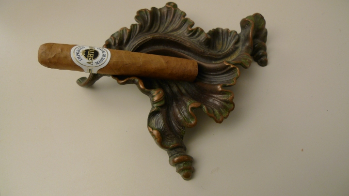Ashton Cigar on my latest addition in my collection of ashtrays / Leica D-Lux 4
