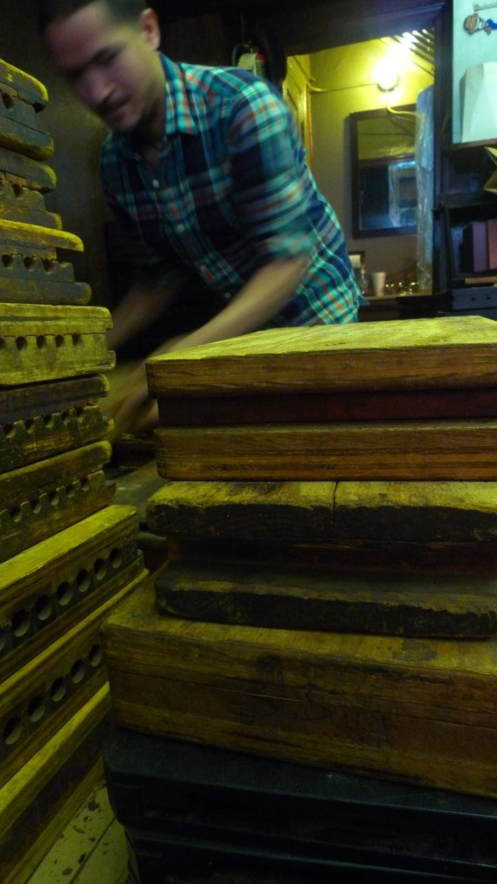 Cigar Torcedor shifting cigar mold wooden boxes / Martinez Handrolled Cigars, New York, NY / Leica D-Lux 4