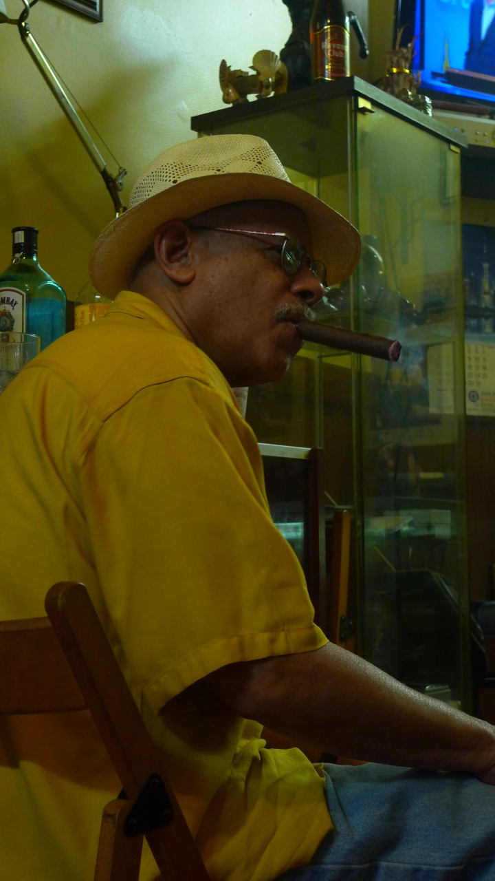 Carl / NYC Fine Cigars, New York, NY / Leica D-Lux 4