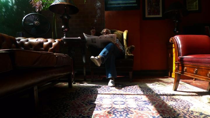 Cigar Inn, New York, NY / Leica D-Lux 4
