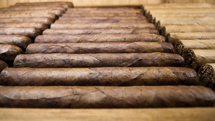 Humidor with Cigars / NYC Fine Cigars, New York, NY / Leica D-Lux 4 / Photo: Sila Blume / RAW processing by Dmitry Sokolov