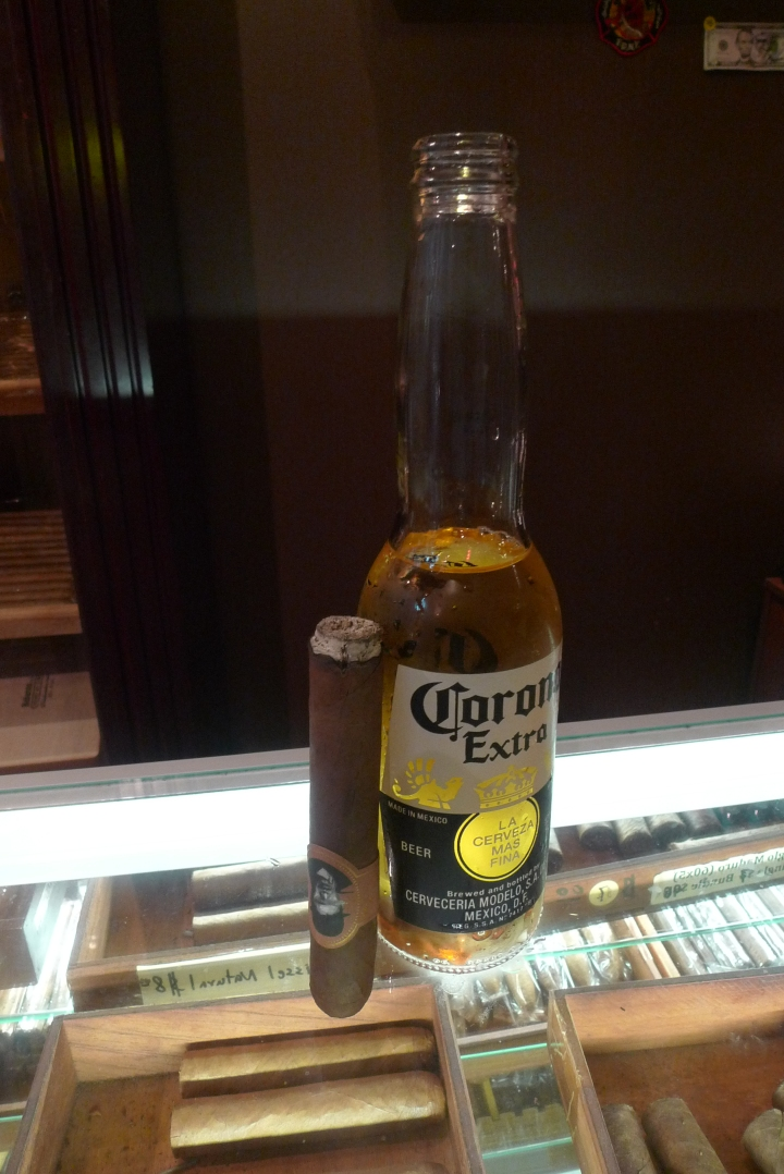 Corona beer to Caldwell's Blind Man's Bluff Cigar / NYC Fine Cigars, New York, NY / Leica D-Lux 4