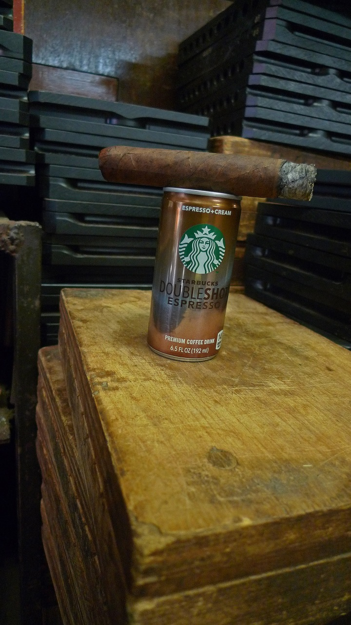 Double Corona Cigar with canned Starbucks Double Espresso Mix / Martinez Handmade Cigars, New York, NY / Leica D-Lux 4 / Photo: Sila Blume / from raw