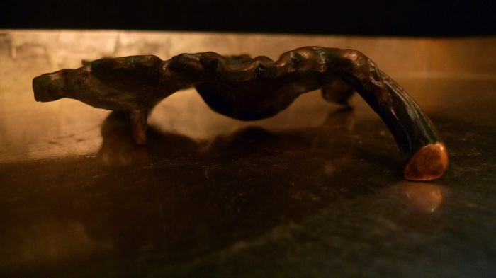Bronze Ashtray in shape of a leaf / Leica D-Lux 4 / Photo: Sila Blume