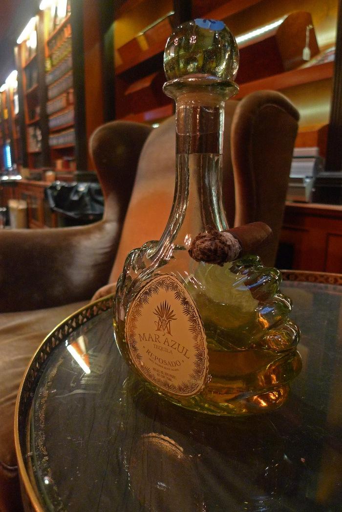 The Mar Azul Tequila - Rosado (here accompanied by a Cigar) / Cigar Inn, New York, NY / Leica D-Lux 4 / Photo: Sila Blume