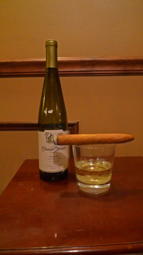 Gigante Torpedo with Riesling / NYC Fine Cigars, New York, NY / Leica D-Lux 4 / Photo: Sila Blume