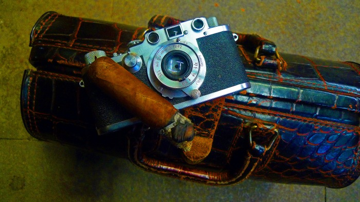 Double Corona, Leica IIIC from 1949 and Doctor's bag from the 1910's / Martinez Handmade Cigars, New York, NY / Leica D-Lux 4 / Photo: Sila Blume