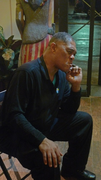 Renaldo Snipes, Heavyweight Boxer / NYC Fine Cigars, New York, NY / Leica D-Lux 4 / Photo: Sila Blume