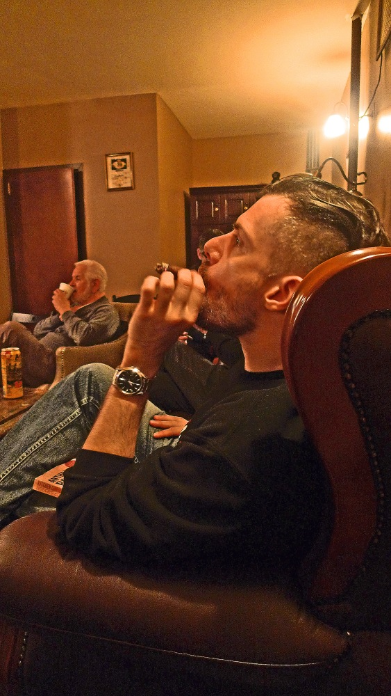 Cigar and Coffee / NYC Fine Cigars, New York, NY / Leica D-Lux 4 / Photo: Sila Blume