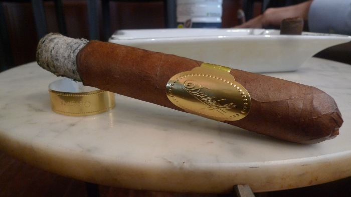 Puro d'Oro - 5 1/2 x 56 - Gigange, Davidoff / Davidoff of Geneva, Madison Ave., New York, NY / Leica D-Lux 4 / Photo: Sila Blume