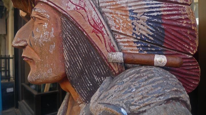 Flor del Valle (Warped Cigars) on Indian'sshoulder
